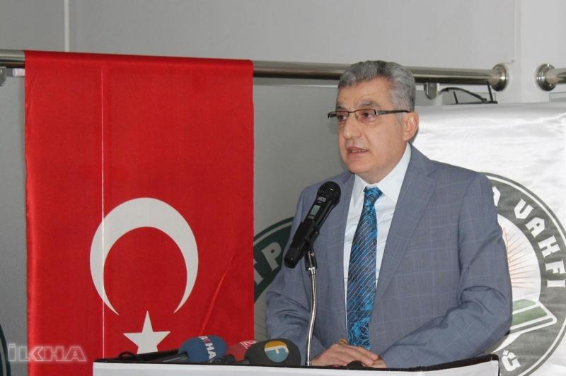 Prof. Dr. Necip İlhan (İzzetpaşa Vakfı Yönetim Kurulu Başkanı)