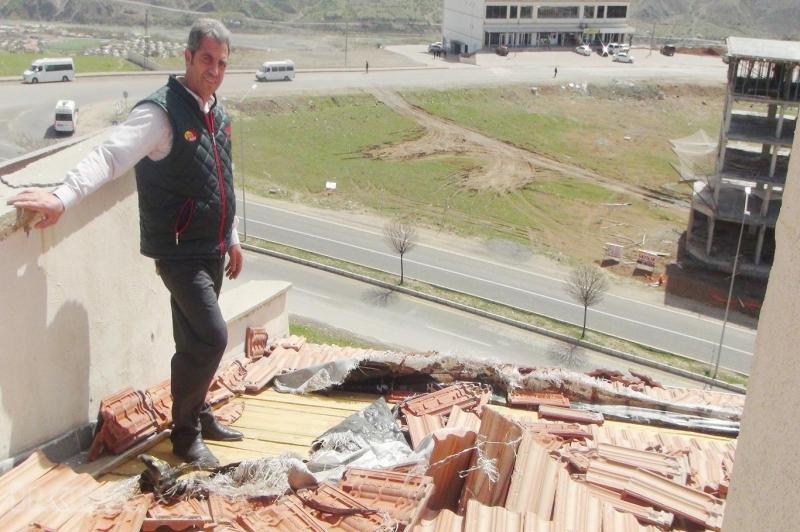 Palu TOKİ konutlarının çatıları uçuyor temeli çöküyor