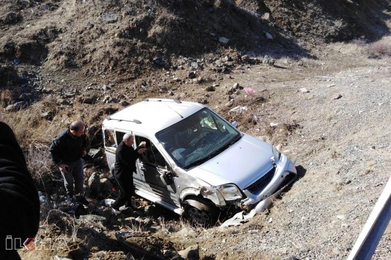 Depremde hayatını kaybedenlerin taziyesine katılmak için gelenler kaza yaptı: 7 yaralı