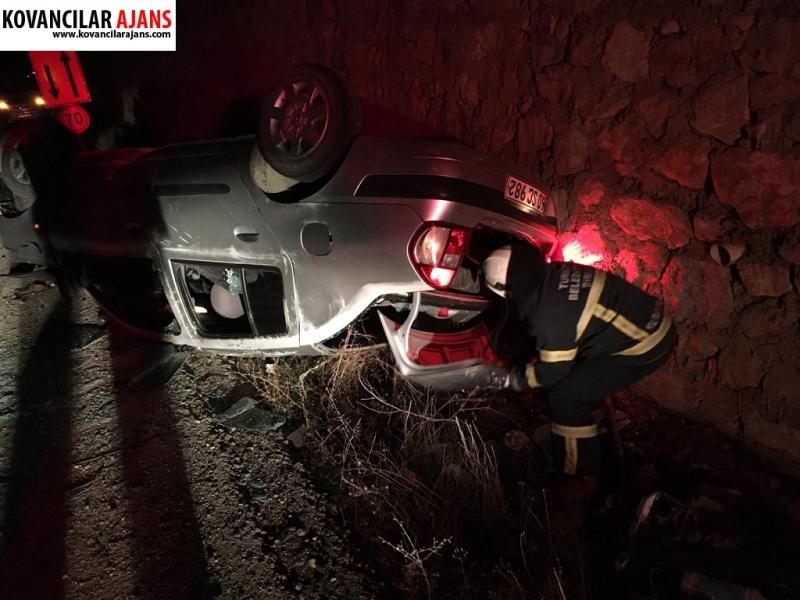 Duvara Çarpan Araç Ters Döndü : 2 Yaralı