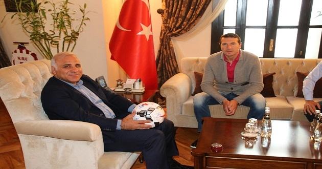 Bayram Bektaş'tan Vali Zorluoğlu'na Ziyaret