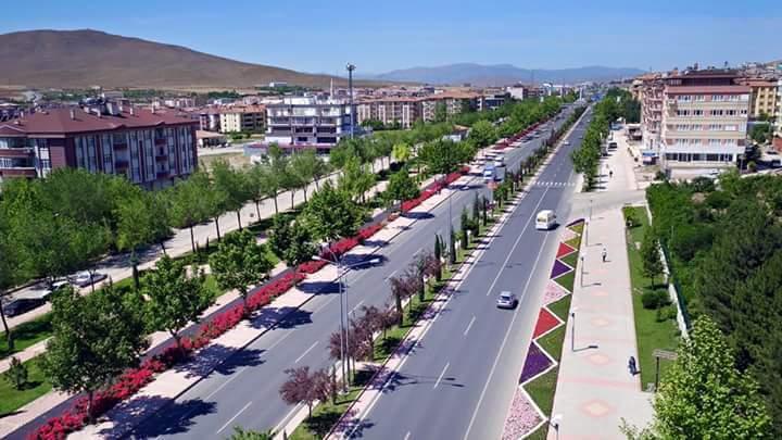 Elazığ`da Koronavirüs Nedeniyle Bazı Caddeler Trafiğe Kapatıldı