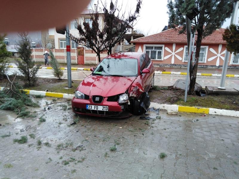 Fren Yerine Gaza Basınca Kaza Yaptı