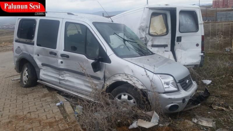 Palu`da Trafik Kazası: 3 Yaralı