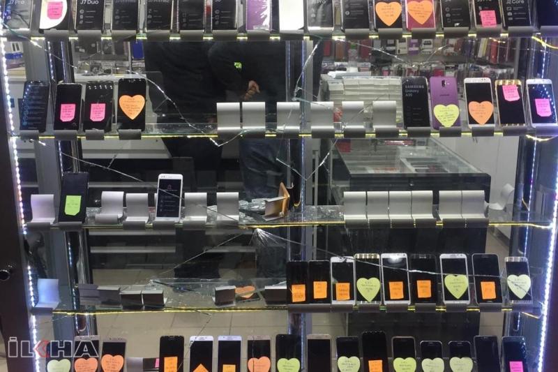 Pasajda saklanan hırsız 40 bin TL değerinde telefon çaldı-VİDEO