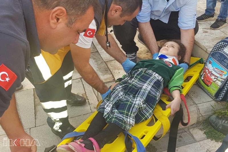 Suriyeli öğrenciye otomobil çarptı