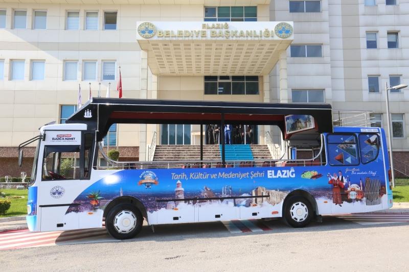 Tarihi Mekanlara Yolculuk İçin Tur Otobüsü Hizmette