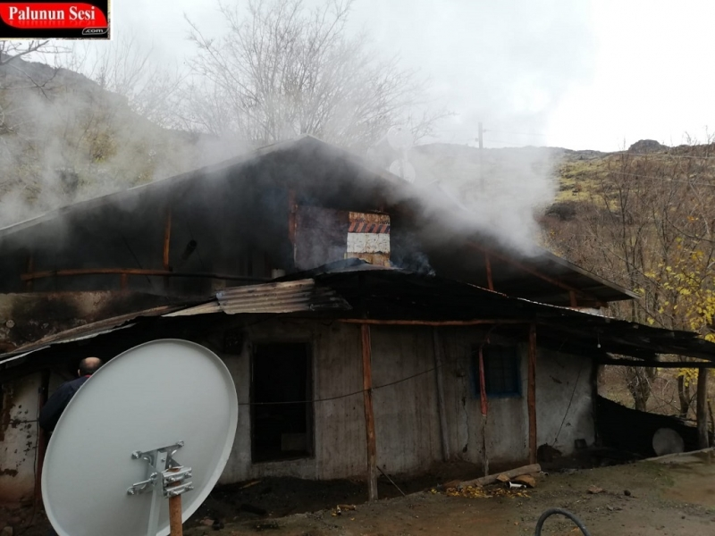 Yangında Yanan Ev Kullanılamaz Hale Geldi