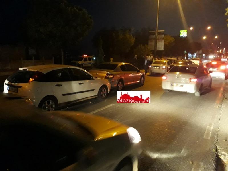 Zincirleme Trafik Kazasında 7 Araç Birbirine Girdi